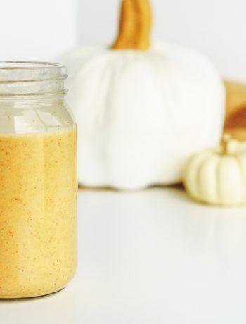 pumpkin pie smoothie in jar